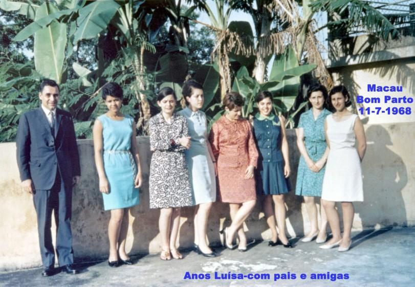 182 68-07-11 anos Luisa-com pais e amigas-entrada do Bom Parto