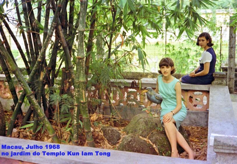 183 68-07 Luísa e Helena no jardim de Kun Iam Tong