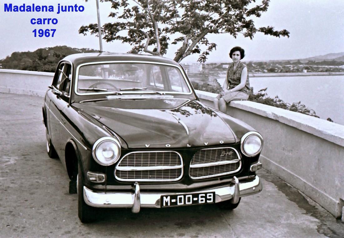 184 67 Madalena junto ao carro