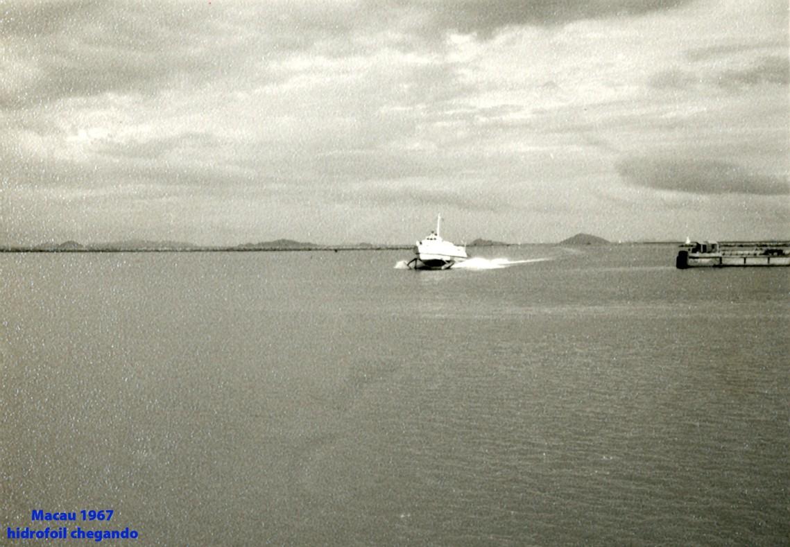 201 67 hidrofoil chegando a Macau