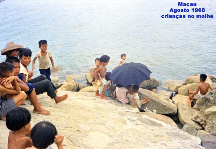 206 68-08 crianças no molhe