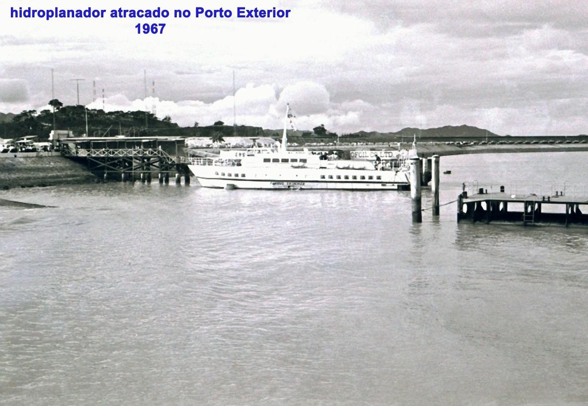 207 67 hidroplanador atracado no Porto Exterior