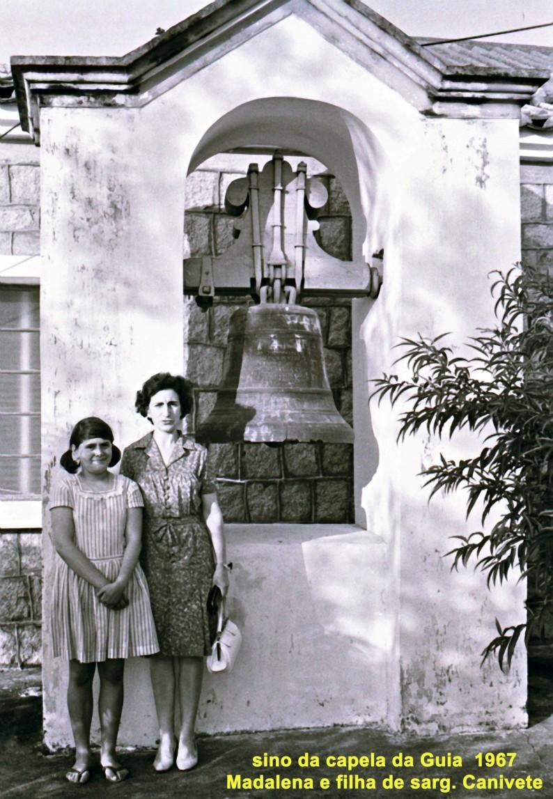 219 67 Lena e filha de Canivete-sino capela da Guia