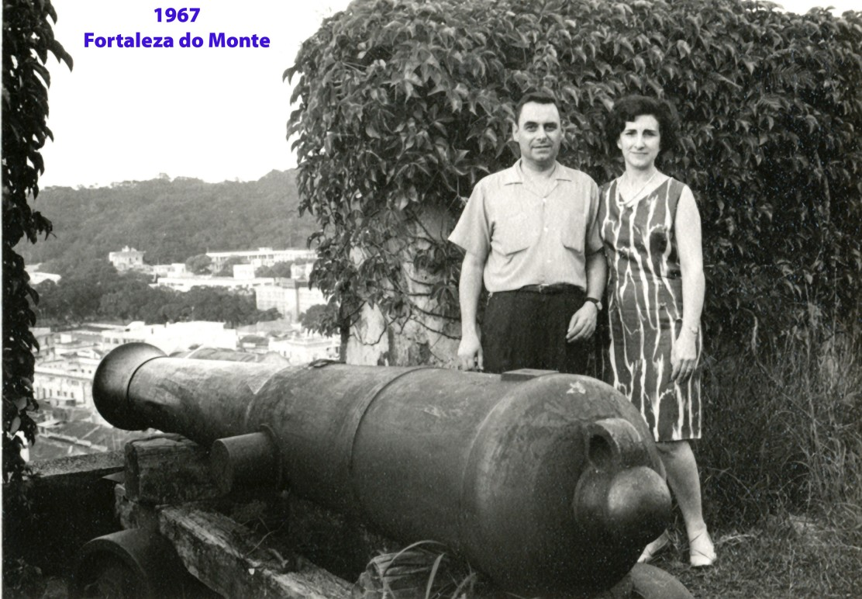 232 67 António e Lena junto canhão na Fortaleza do Monte