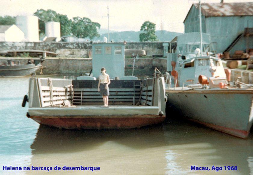 234 68-08 Helena na barcaça de desembarque