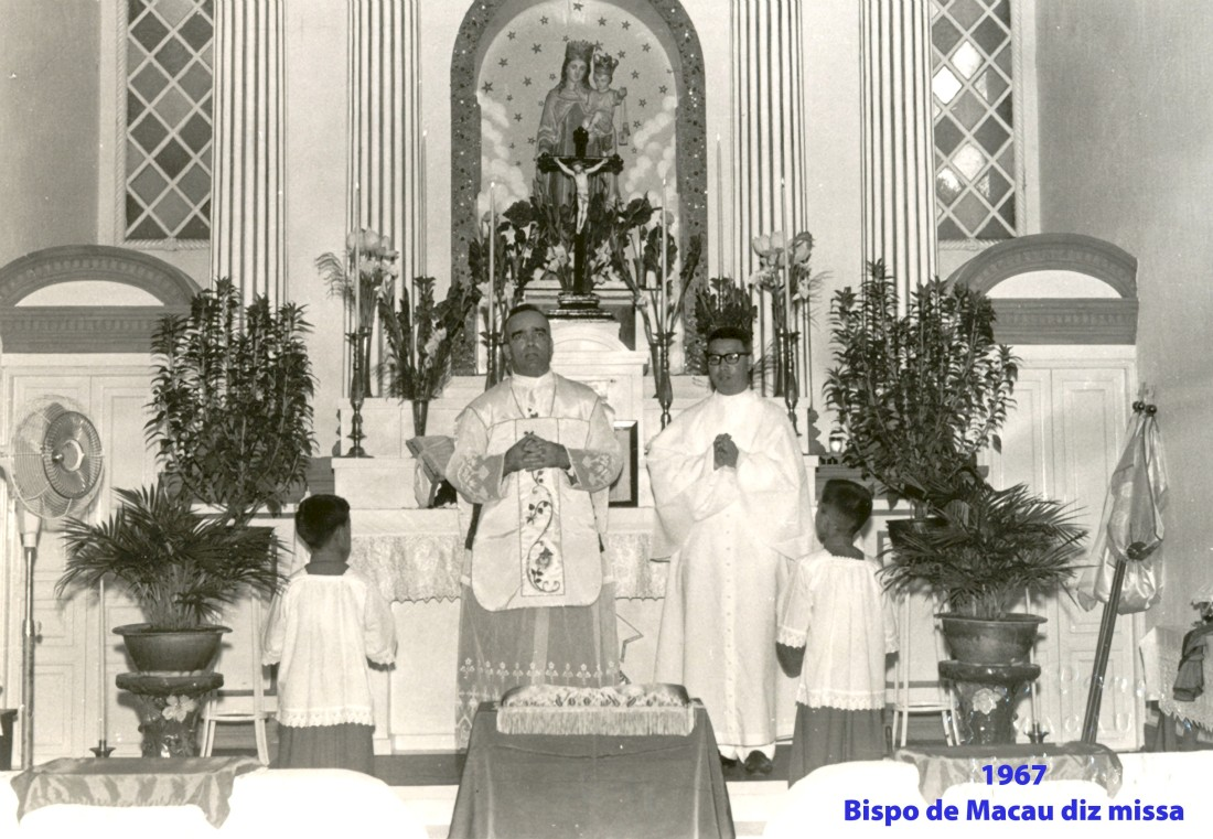 250 67 Bispo de Macau diz missa