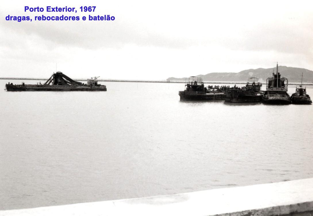 253 67 Porto Exterior-dragas-rebocadores-batelão