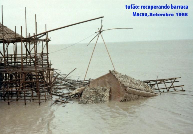 254 68-10 tufão-recuperando barraca