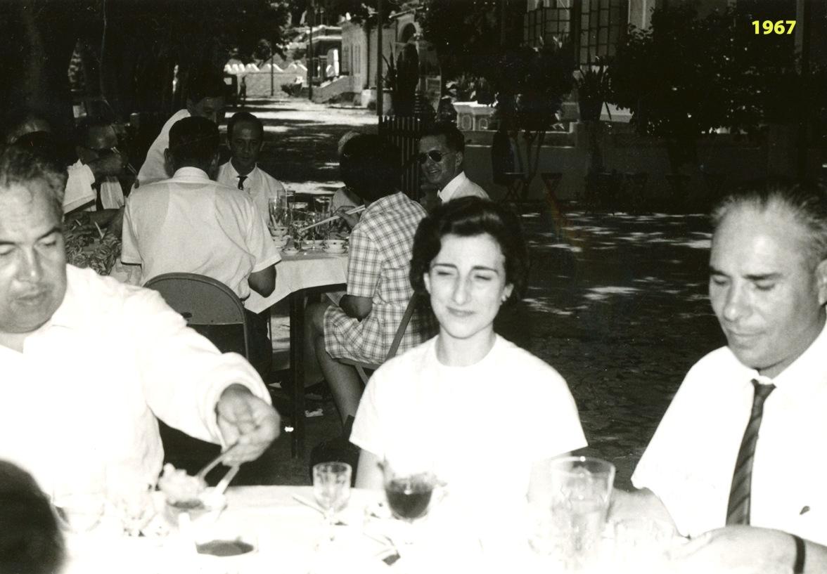 261 67 Lena na refeição informal