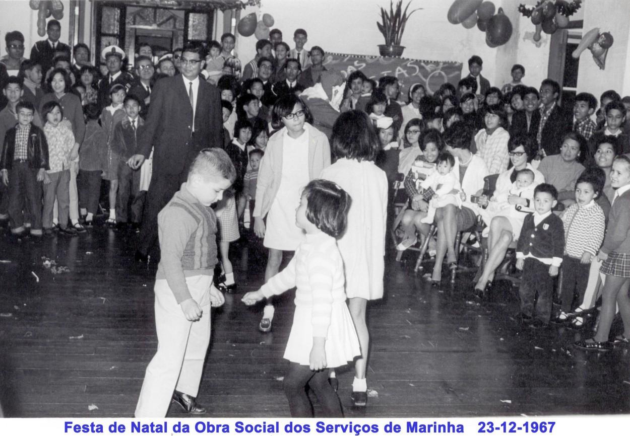 279 67-12-23 Festa de Natal da OSSM-miudos dançando