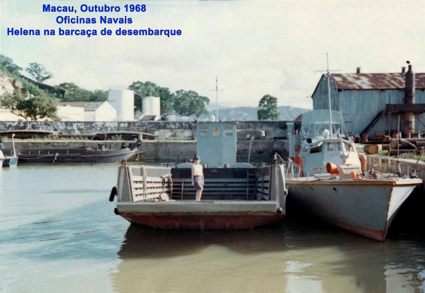 320 68-10 Helena na barcaça de desembarque-Oficinas Navais