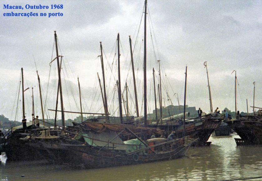 344 68-10 embarcações no porto