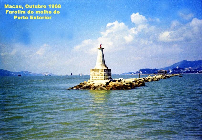351 68-10 farolim da ponta do molhe do Porto Exterior